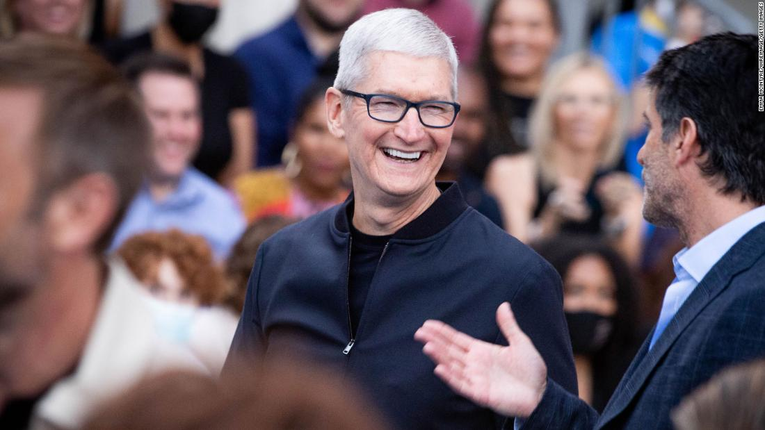 Tim Cook sells off more than $750 million in Apple shares
